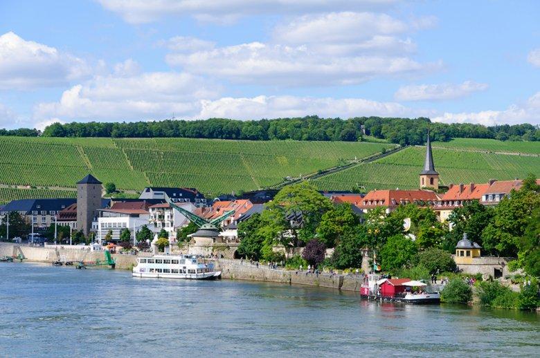 Die Frankenwein-Metropole Würzburg gehört zur Weinregion Franken welche eine Anbaufläche von ca. 6.200 ha hat.