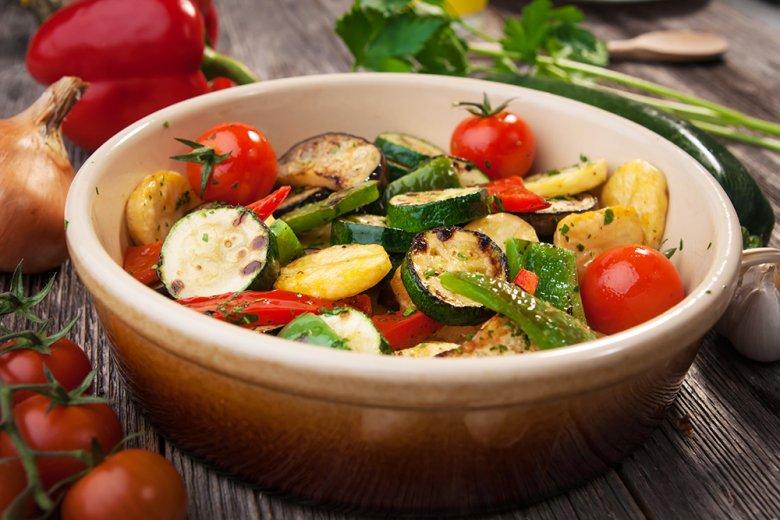 Zucchini und Auberginen können gut mit anderem Zutaten kombiniert werden.
