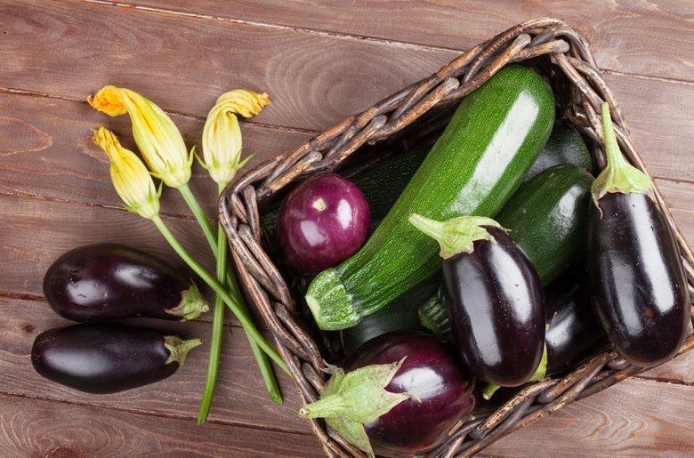 Zucchini und Auberginen können in der Küche vielseitig verwendet werden.