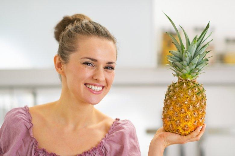 Ananas ist eine gesunde Frucht, die beim Entwässern, Entschlacken und beim Abnehmen helfen kann.