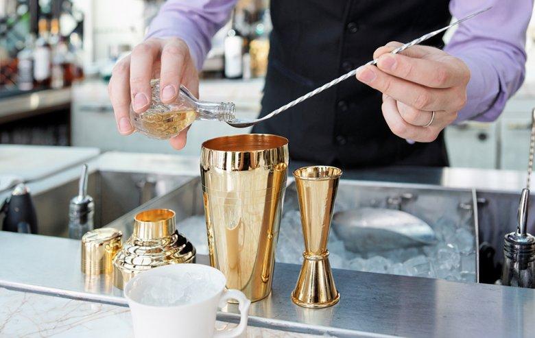 Viele Cocktails bestehen fast nur aus Alkohol.