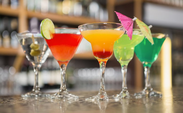 Obwohl Cocktails gut schmecken, sollte der Alkoholgehalt nicht unterschätzt werden.