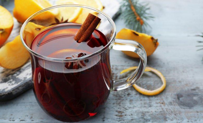 Glühwein ist wohl das beliebteste alkoholhaltige Heißgetränk im Winter.