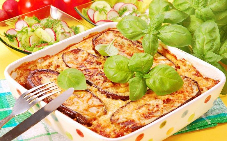 Moussaka ist ein beliebtes Gericht der griechischen Küche.