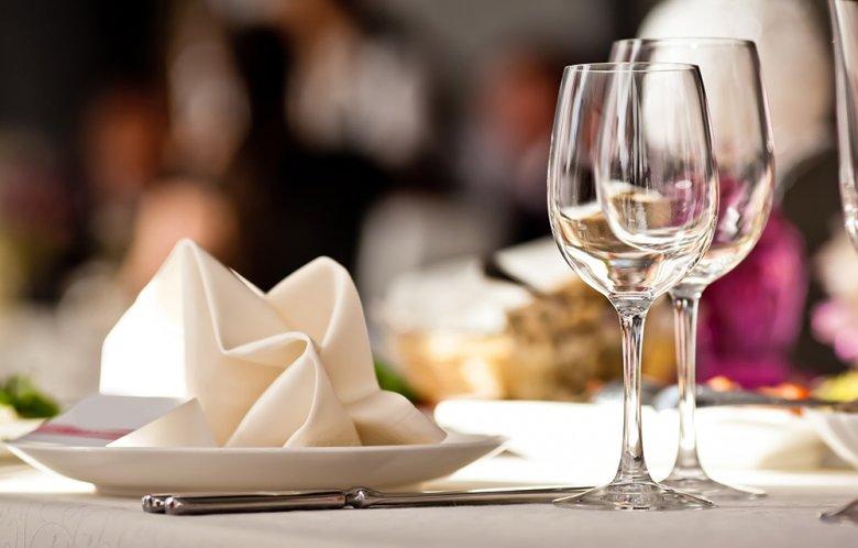 Die perfekte Weinbegleitung kann ein Menü wunderbar abrunden.