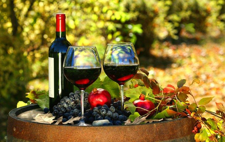 Rotweingläser sind in der Regel größer als Weißweingläser.