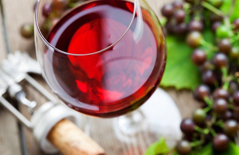 Rotwein muss weniger gekühlt werden als Weißwein.