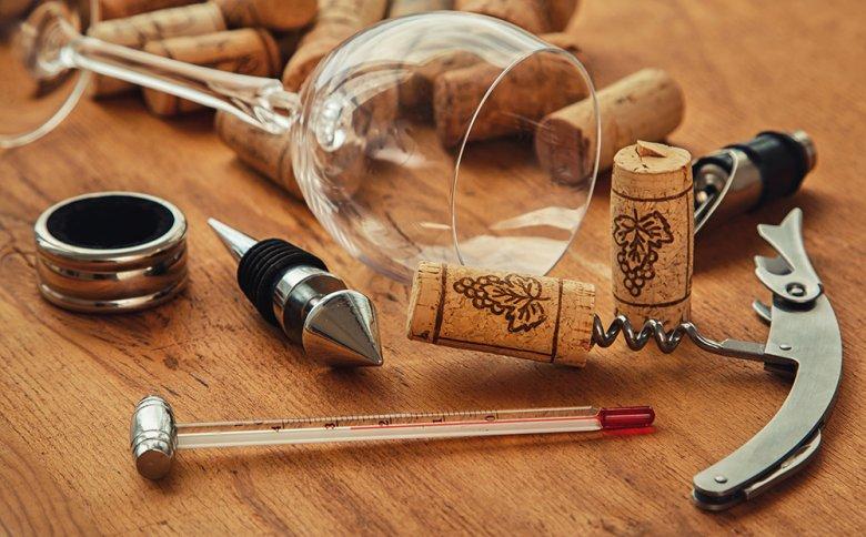 Bevor Wein genossen wird, sollte dessen Temperatur mit einem Weinthermometer gemessen werden.