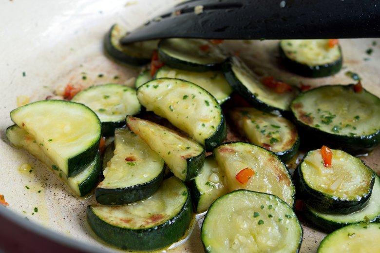 Zucchini mit Knoblauch