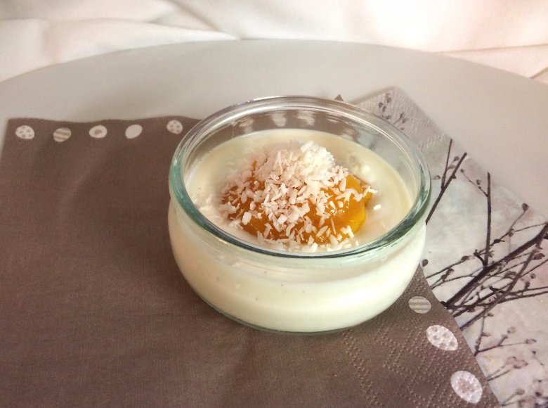 Veganer Vanillejogurt mit Mango