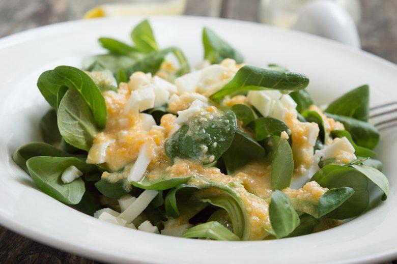 Feldsalat mit Senfdressing