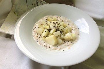 Veganes Jogurtmüsli mit Birne und Zimt
