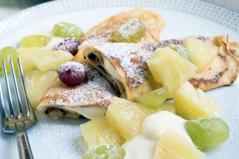 Crepes mit Frischkäsefüllung und Obst