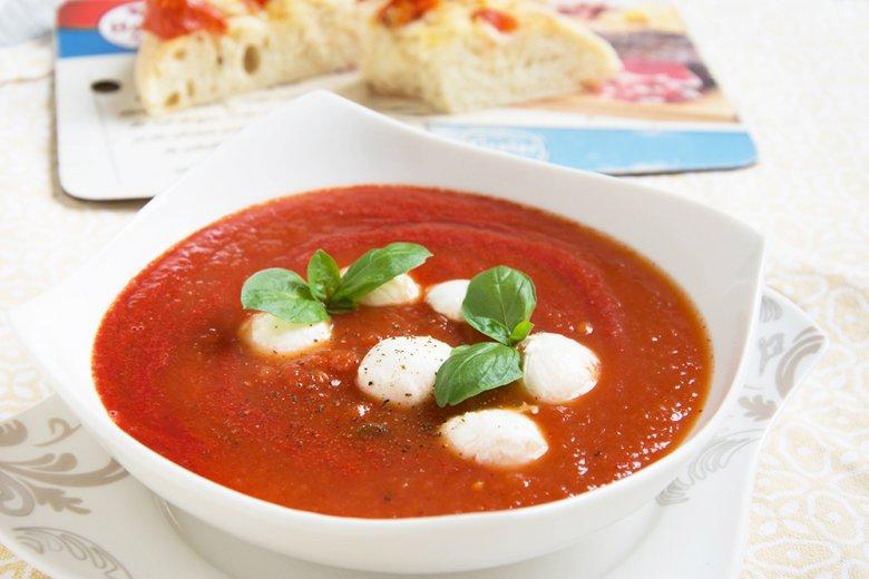 Tomatensuppe mit Mozarella