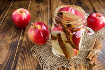 Infused Water mit Apfel und Zimt