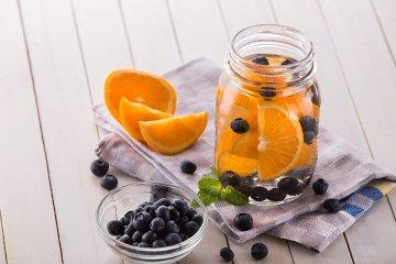 Blaubeeren-Orangen-Wasser