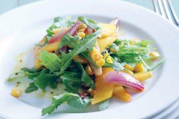 Sommerlicher Maissalat mit Mango