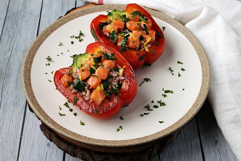 Gefüllte Paprika mit Lachsreis
