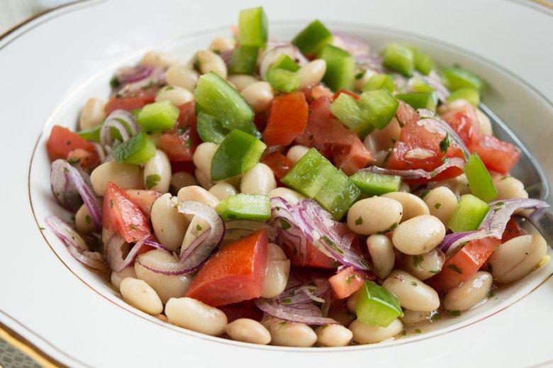 Salat mit weißen Bohnen