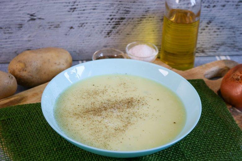 Kartoffelsuppe mit Gurken