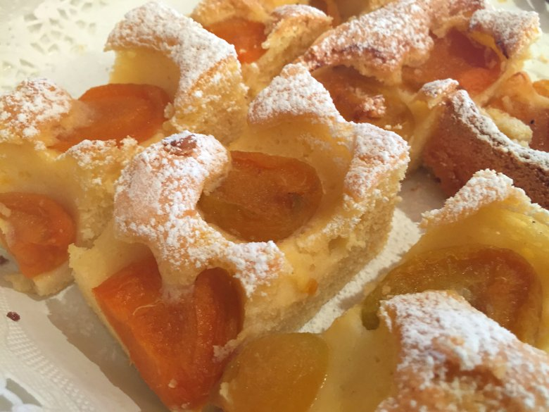 Aprikosenkuchen mir Rührteig