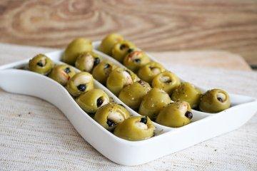 Oliven mit Pfeffermandeln