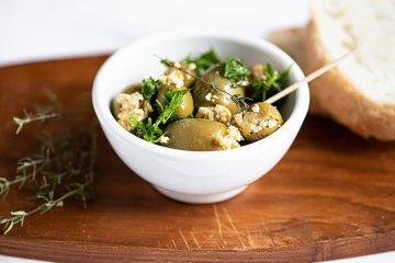 Oliven mit deftigem Räuchertofu