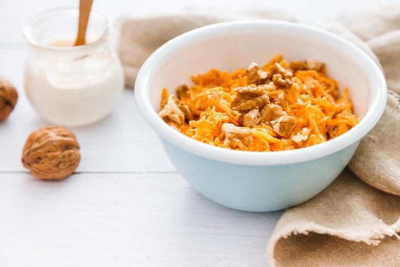 Karottensalat mit Walnüssen