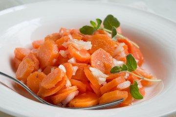 Gekochter Karottensalat