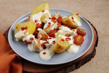 Chili-Hähnchen mit Ofenkartoffeln