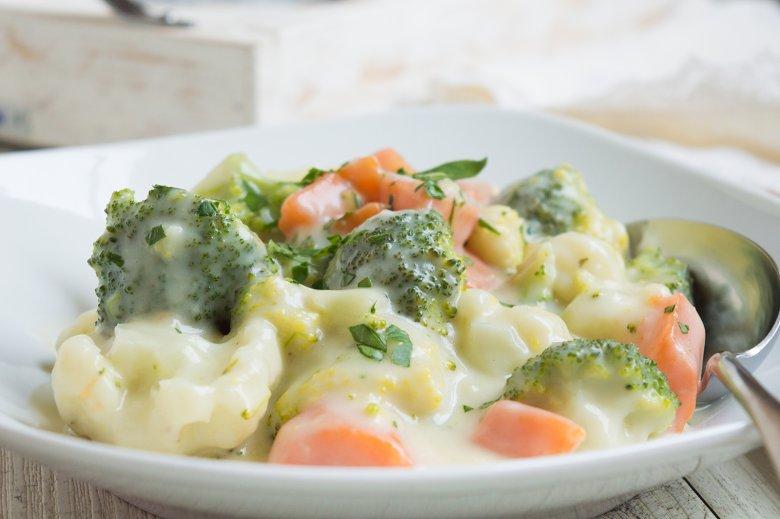 Gemüse in Käsesauce