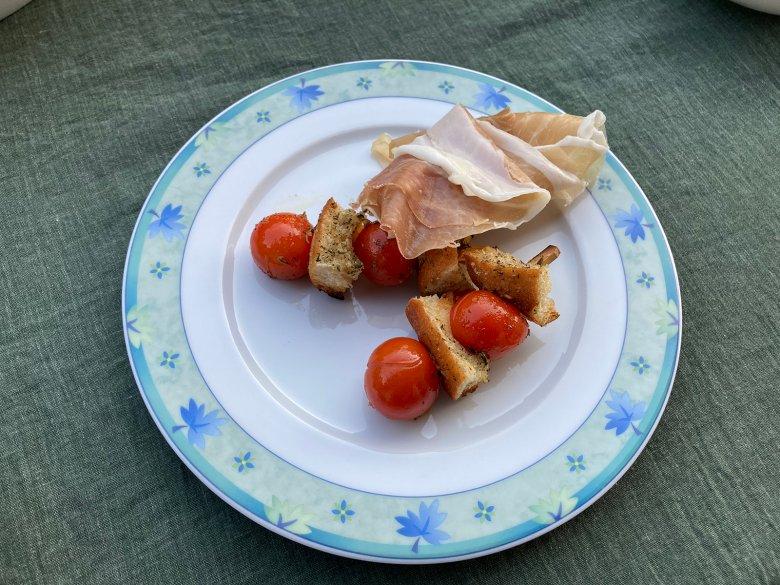 Tomaten-Brot-Spieße auf Prosciutto