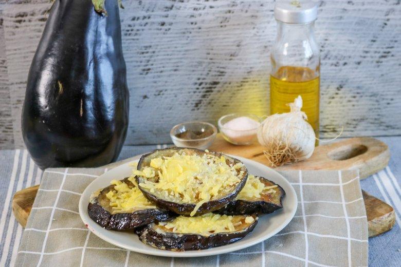 Gebackene Aubergine mit Käse
