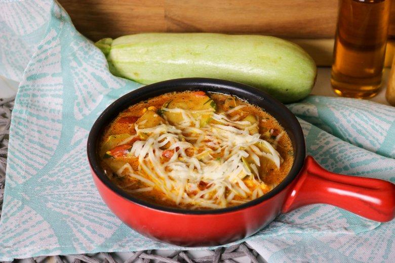 Zucchini-Gemüse mit Ei