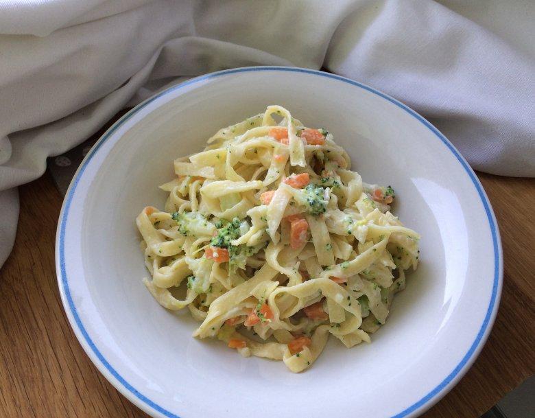Tagliatelle mit Brokkoli und Möhren