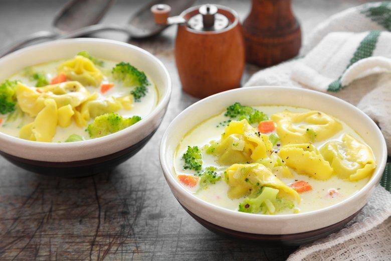 Tortellini-Suppe mit Brokkoli und Möhren