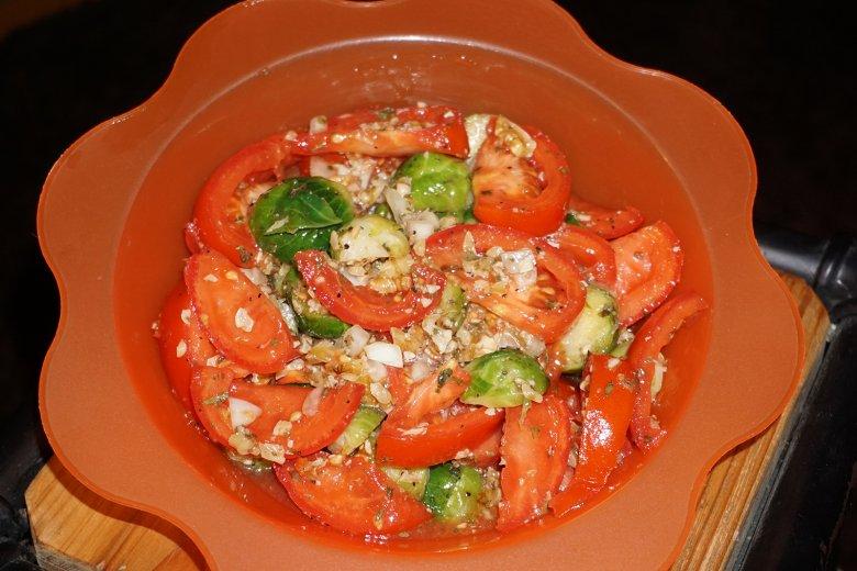 Rosenkohl-Salat mit Tomaten
