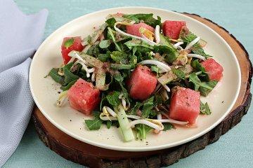 Rucolasalat mit Wassermelone