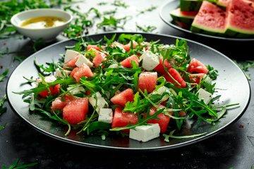 Melonensalat mit Feta und Rucola