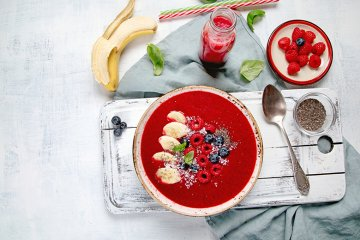 Smoothie-Bowl mit Beeren