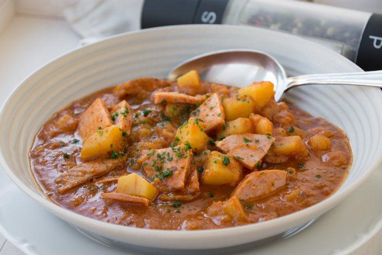 Kartoffel-Gulasch mit Fleischwurst