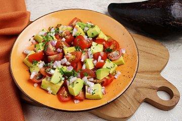Avocadosalat mit Tomaten