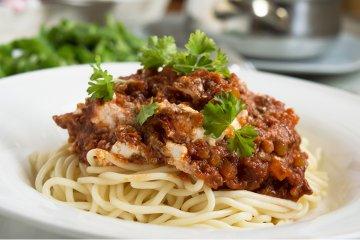 Spaghetti mit Hirtenkäse-Bolognese