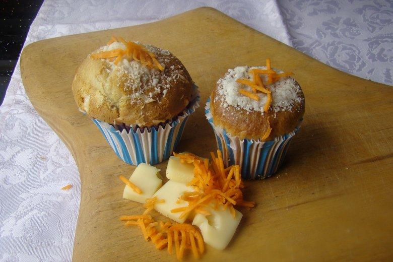 Pikante Muffins mit Käse und Möhren
