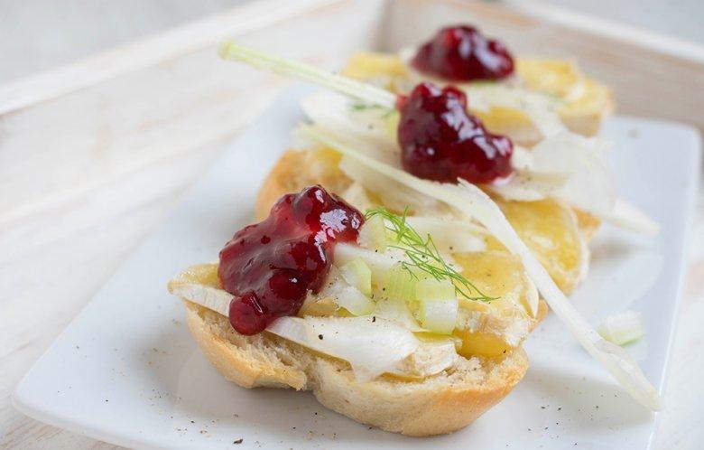 Camembert-Baguette mit Fenchel