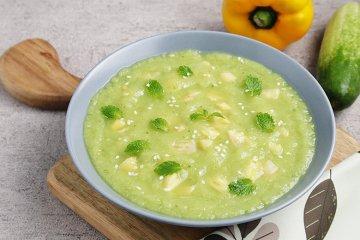 Rohkost Ananas-Gurken-Suppe