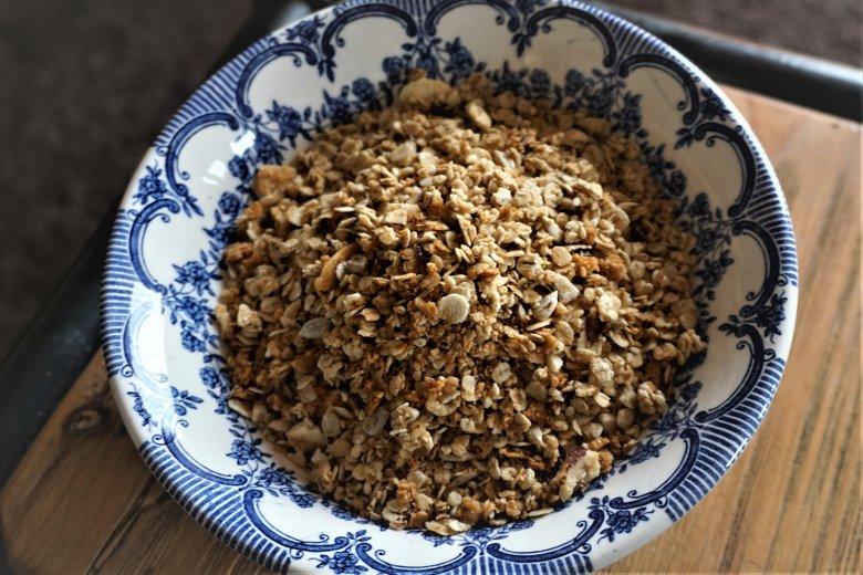 Schoko-Granola mit Macadamiakernen