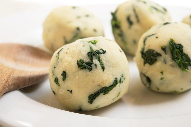 Spinatknödel aus Kartoffelteig