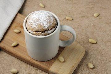 Tassenkuchen mit Mandeln