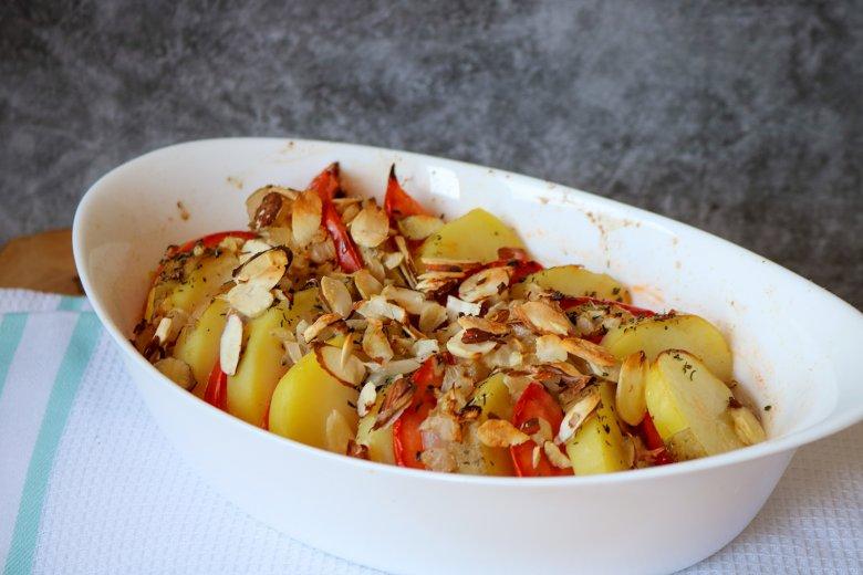 Vollwertauflauf mit Kartoffeln und Tomaten